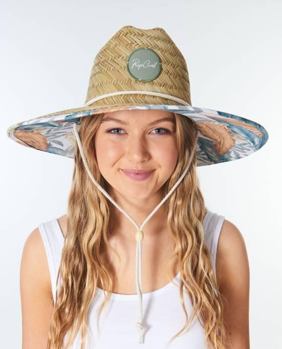 *7 Big Beach Hats To Beat The Sun
