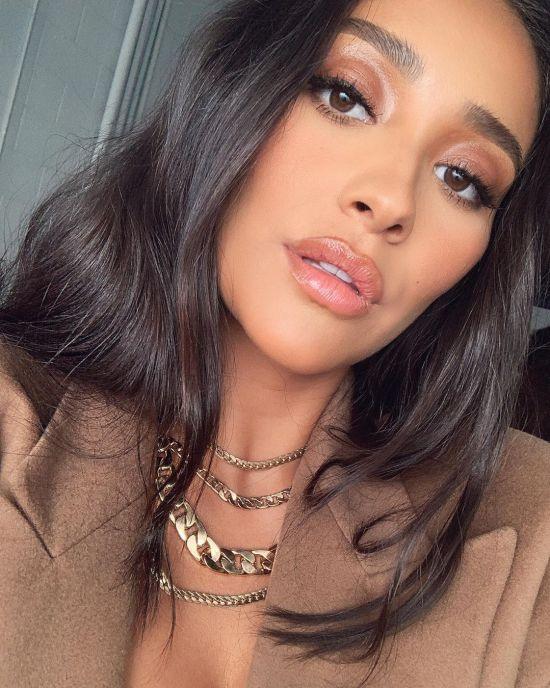 Top 7 Selfie Taking Tips From Celebrities