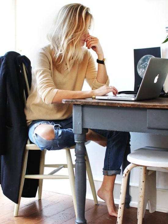 10 Simple Workouts You Can Do Whilst Sitting At Your Desk