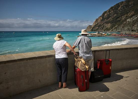 Pros and Cons of Travelling With Your BFF