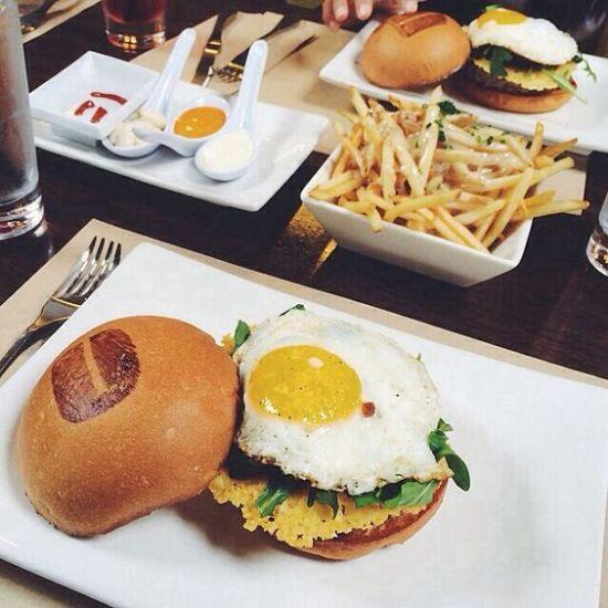 Best Hamburger Restaurants To Visit While In Chicago