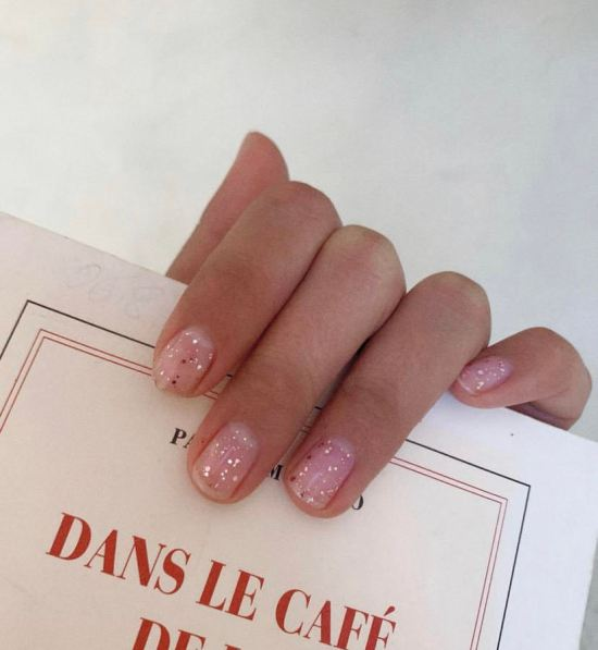 Subtly sparkly nails for Taurus