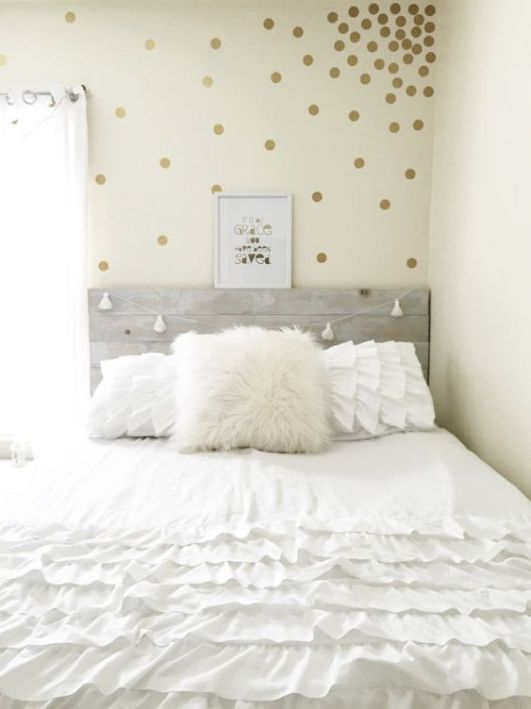 Wall decals are an amazing Uni room decoration idea!