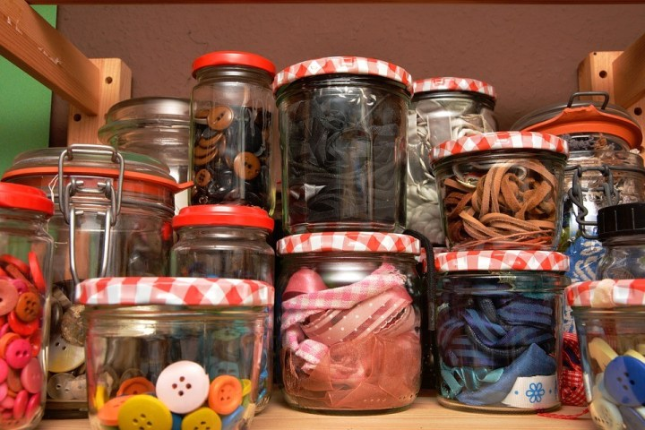 The start of the New Year harkens the great North American tradition of healthy eating resolutions. We've indulged in our culture's richest foods throughout the holidays, and our bodies are yearning for something a little more nutritious. It's not easy to make a dietary changes though. Our bodies and minds need a bit of retraining. Here are some creative ways to help you stick to your new year's resolutions.