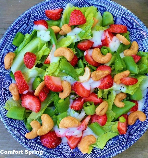 Strawberry cashew salad with green beans