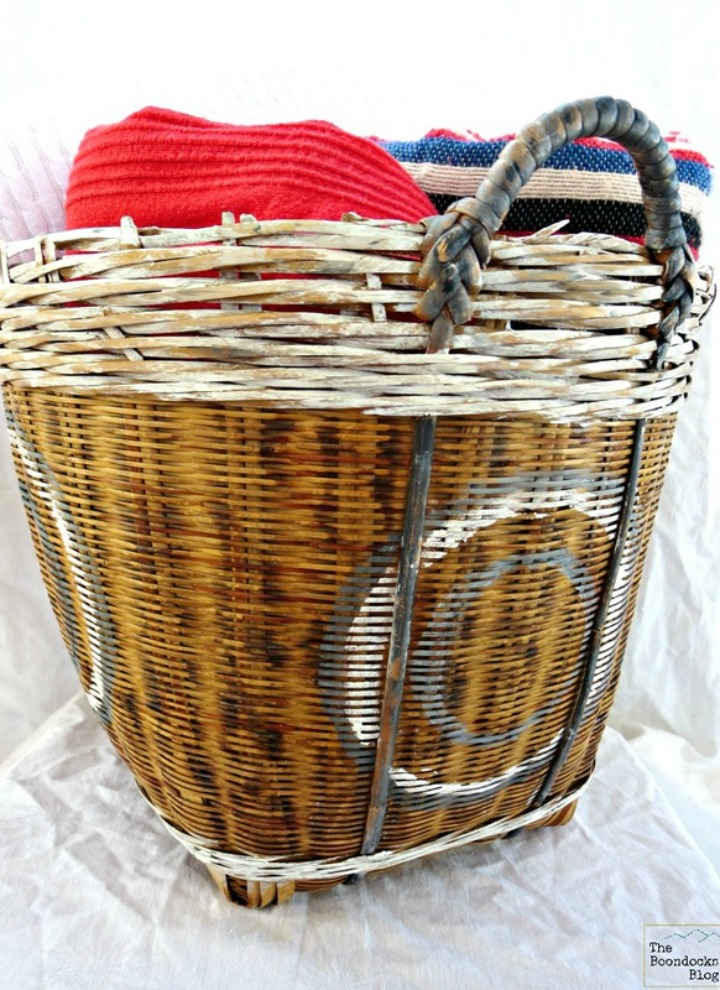 How to add a fun look to baskets with paint