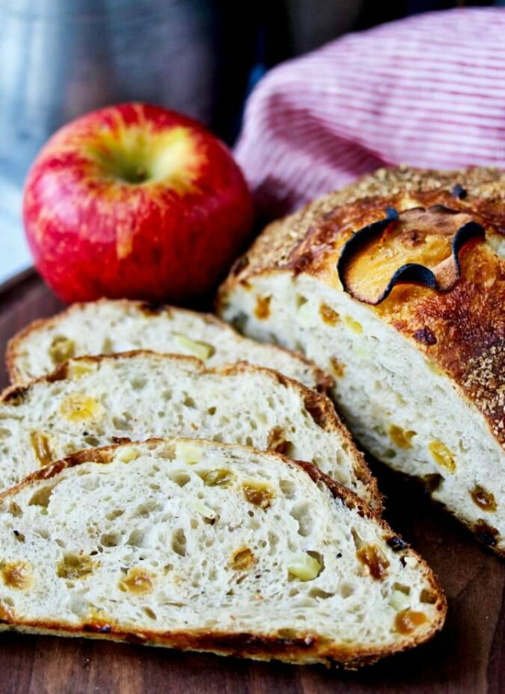 No knead bread with two apples
