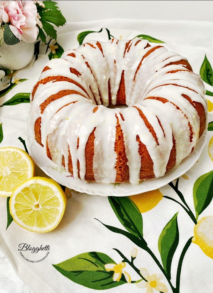 Easy Lemon Bundt cake with lemon glaze