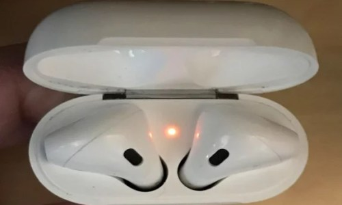 Why Are My AirPods Blinking Orange Light? See the Quick Fix