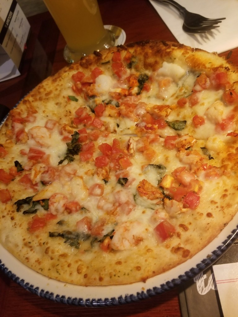I tried the Red Lobster lobster pizza! – Red Lobster review