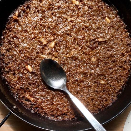 arroz seco de chipirones y ajos tiernos