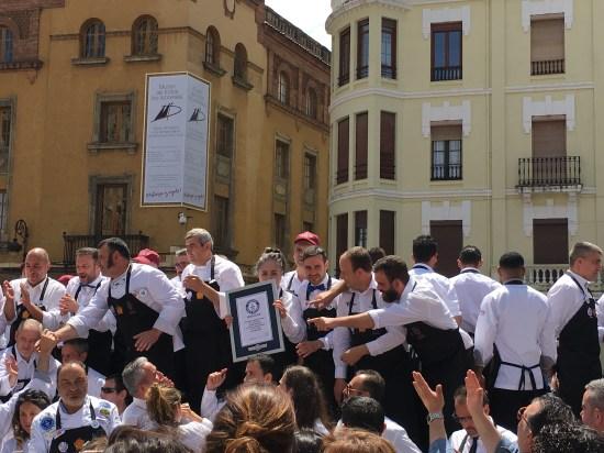 Los cortadores de Cecina de León IGP con el certificado Guinness