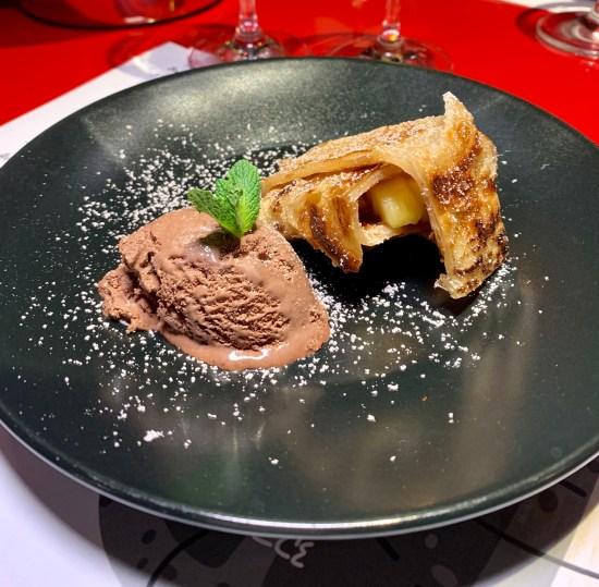 Helado de chocolate con turrón de plátano
