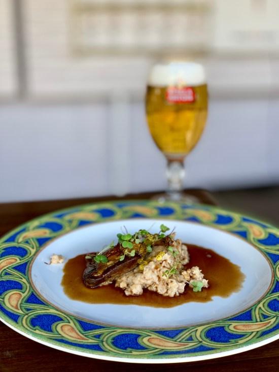 Pichón ahumado, salsa de cerveza, cebada y aire de cerveza