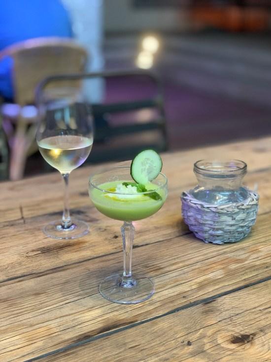 Gazpacho de pepino y melón con helado de wasabi