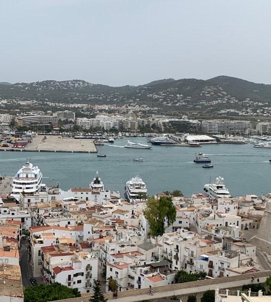 Vistas de Ibiza desde la Catedral en Dalt Vila