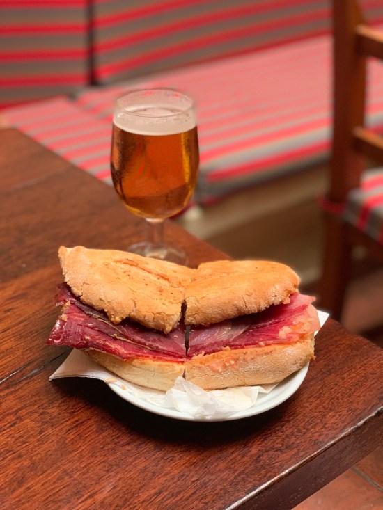 Bocadillo de jamón ibérico en Bar Costa