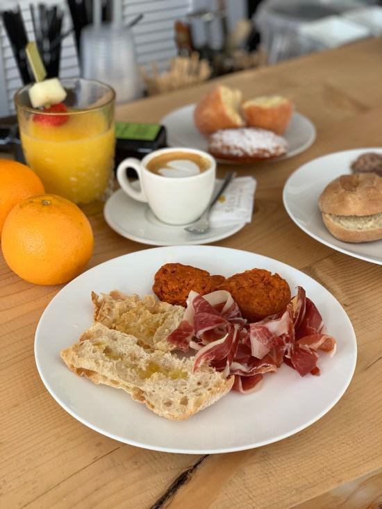 Desayuno en Secrets Mallorca Villamil
