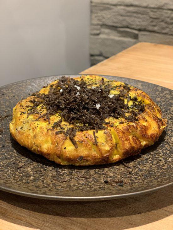 Tortilla de patatas con trufa negra