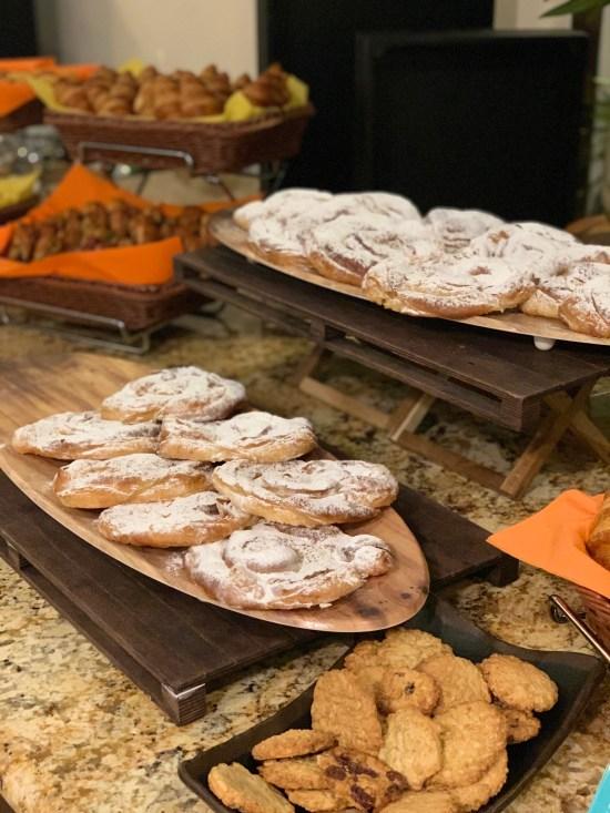 Bufé de opciones dulces para el desayuno en Lé Méridien Ra Beach Hotel & Spa