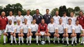 Videoclips de Tom Felton Jugando al Fútbol en el Evento 'Soccer AID 2008'