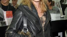 Emma Watson Asiste a Evento 'Frieze Art Fair' en Londres