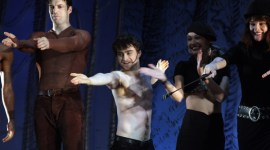 Daniel Radcliffe y Reparto de 'Equus', en Parodia de Competencia 'Gypsy of the Year'