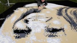 J.K. Rowling inmortalizada con 48,000 legos