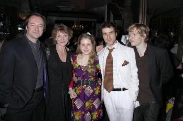 Jessie Cave, Hugh Mitchell y Jason Isaacs Asisten a Rueda de Prensa de 'Arcadia'