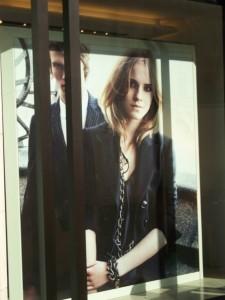Publicidad de Burberry en Londres con Emma Watsn
