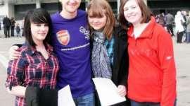 Tom Felton, en Visita de Caridad para los Niños del Hospital 'Great Ormond Street'