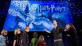 Matthew Lewis en el Evento de Anuncio de 'Harry Potter: La Exhibición' en Seattle
