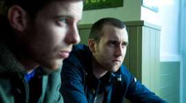 Primera Imagen Oficial de Matthew Lewis en la Próxima Producción 'Wasteland'