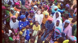 Bonnie Wright como embajadora de Oxfam en Senegal!
