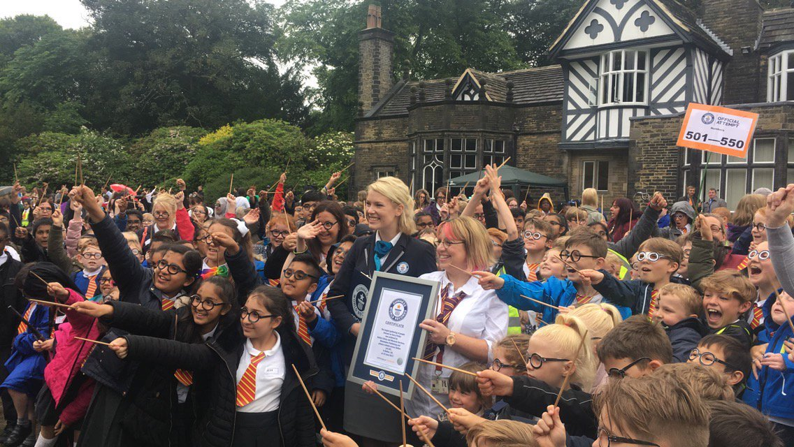600 estudiantes se disfrazaron de Harry Potter para celebrar el aniversario de 'La Piedra Filosofal'
