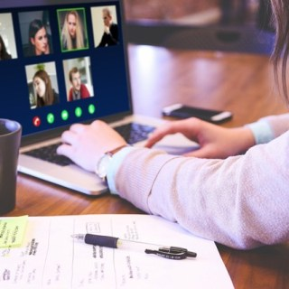 Photo of a online meeting.