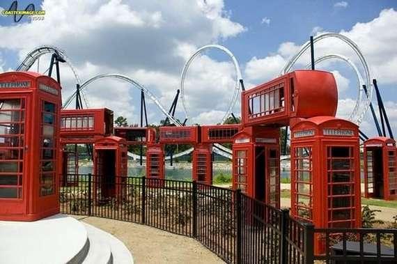Stonehenge feito com cabines telefônicas