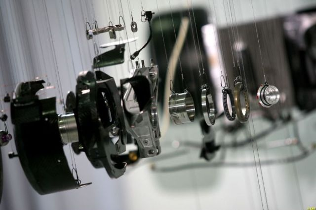 Conheça as entranhas de um carro de fórmula 1 da Mercedes-Benz