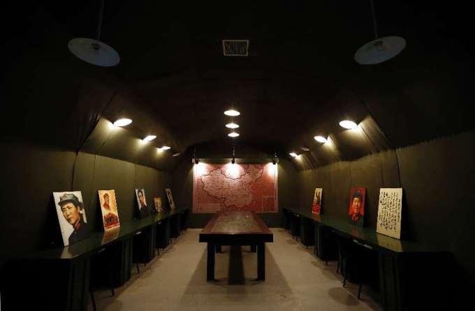Restaurante chinês com temática de milícia de guerra