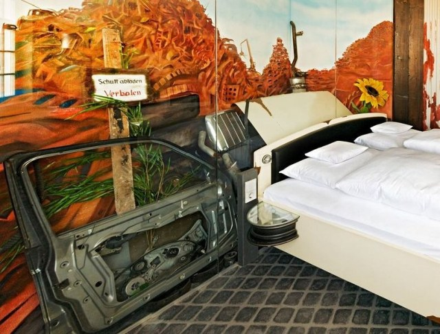 V8 Hotel: O hotel temático para apaixonados por carros