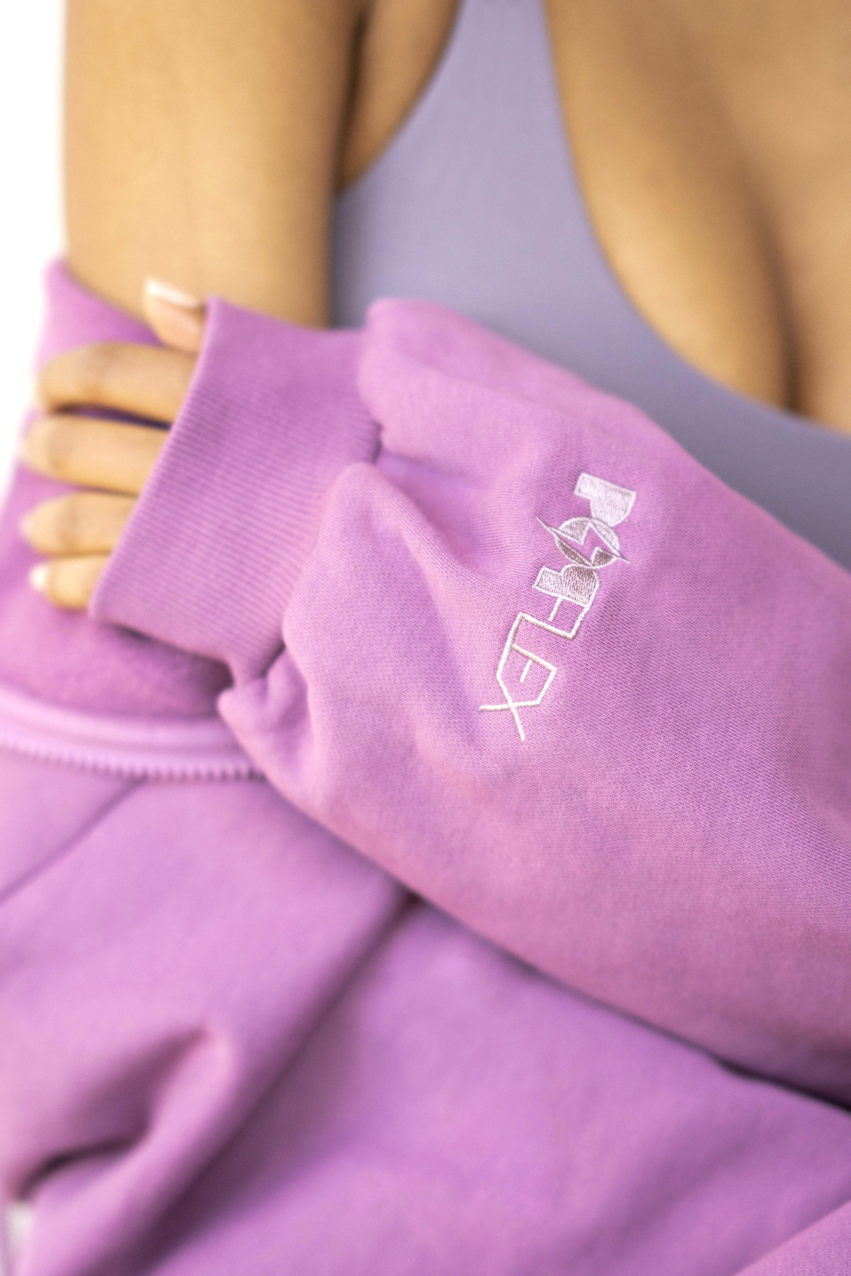 closeup of popflex marble cloud hoodie sleeve with logo plum