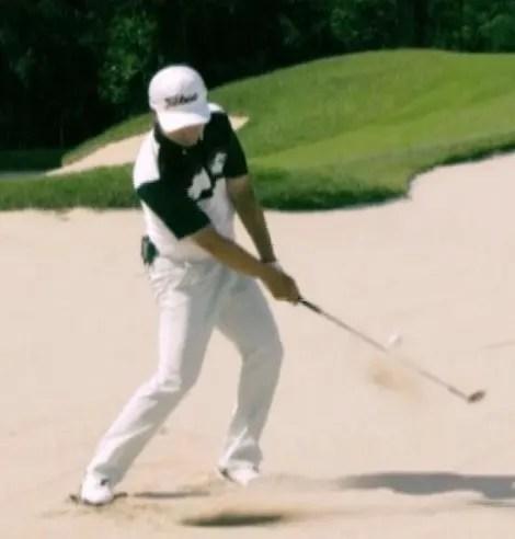 ゴルフ理論72 目からウロコ SKホ バンカー バンスで入れるためのバックスイング - ゴルフ熱中癥 もがく ...