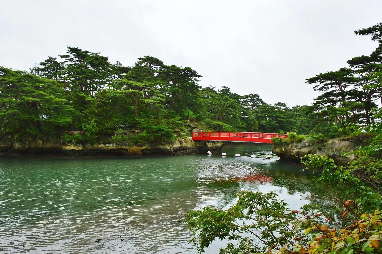 雄島と芭蕉句碑(松島) - 「館蔭の杜」を眺めつ つれづれに