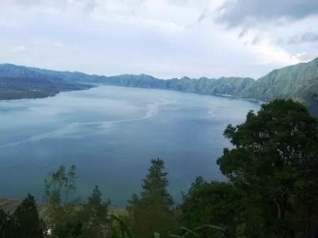 キンタマーニの湖