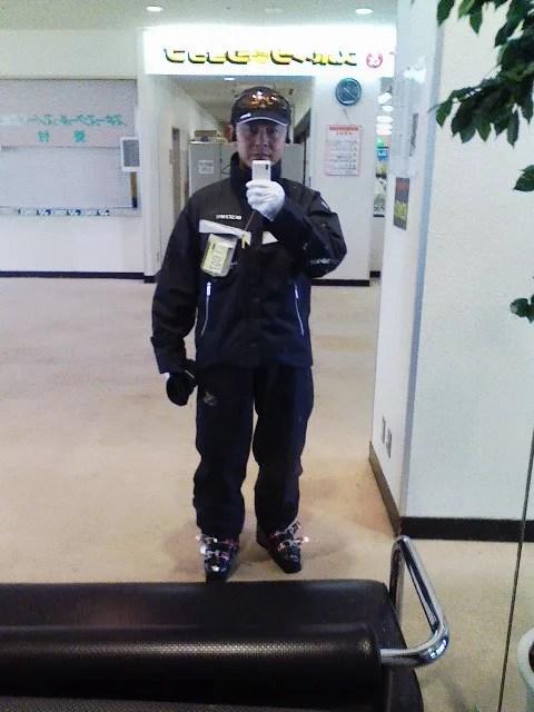 昨シーズン手に入れた,春スキー用ウェア。ブラックです。 - asato52gouのスキー&チャリンコ日記