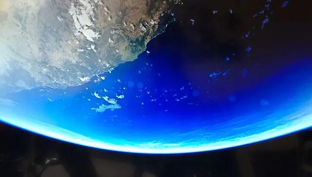 宇宙の地球 - トム小西