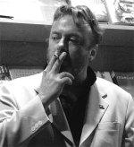 Hitchens_cigarro