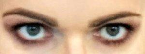 Oczy w pełnym makijażu scenicznym