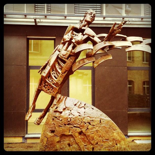 Nouvelle statue à l'ENA Strasbourg