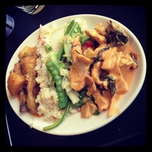 Poulet Massaman et poulet curry rouge (plat principal) Manicook